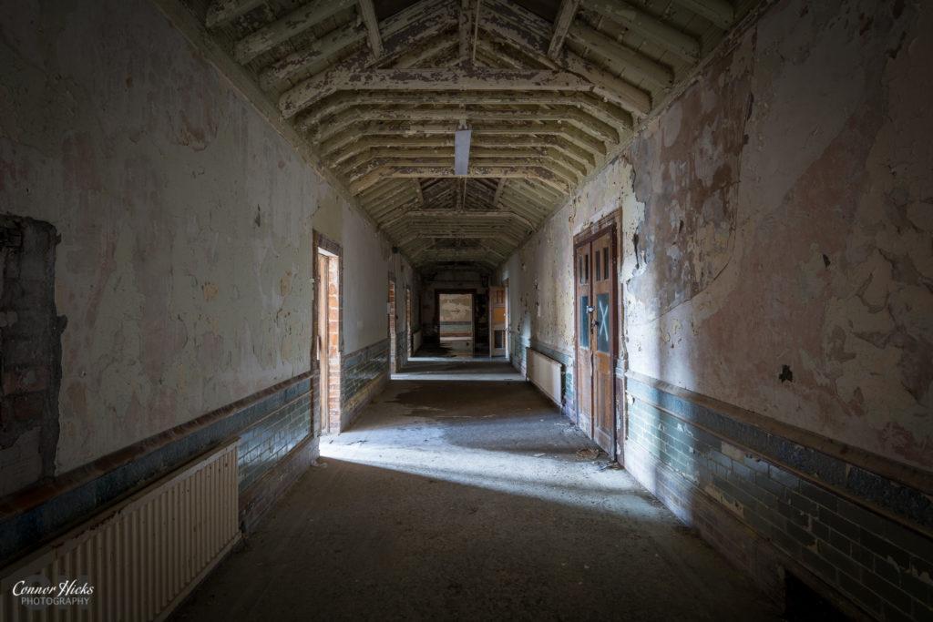 High-Royds-Urbex-Asylum-Corridor