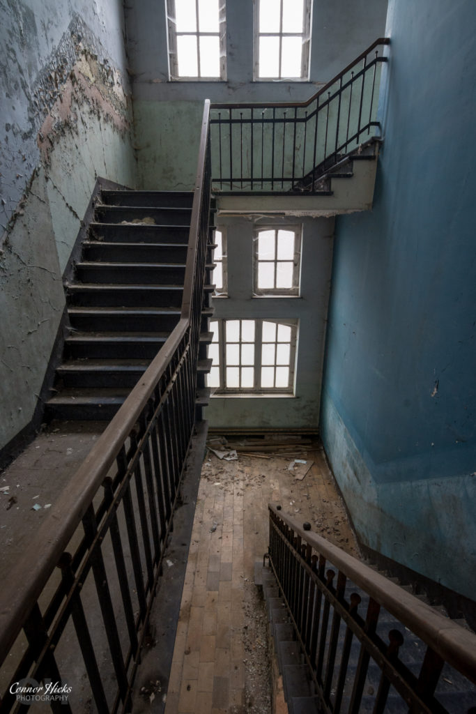 the-green-school-urbex-stairs