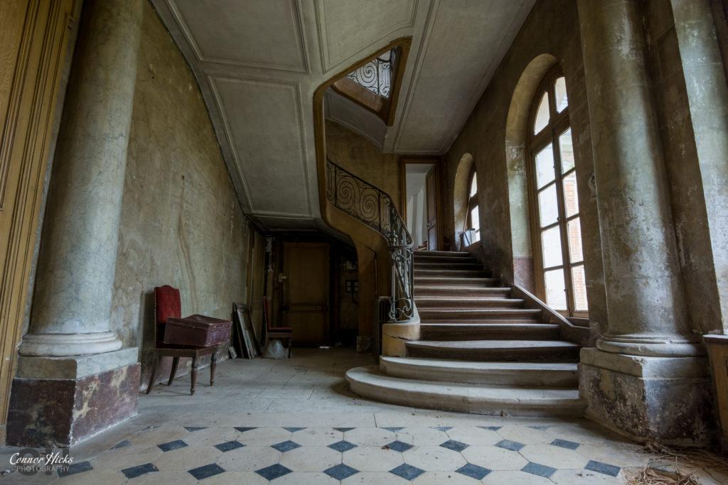 Chateau Des Bustes Stairs Urbex 1024x683 Chateau Des Bustes, France