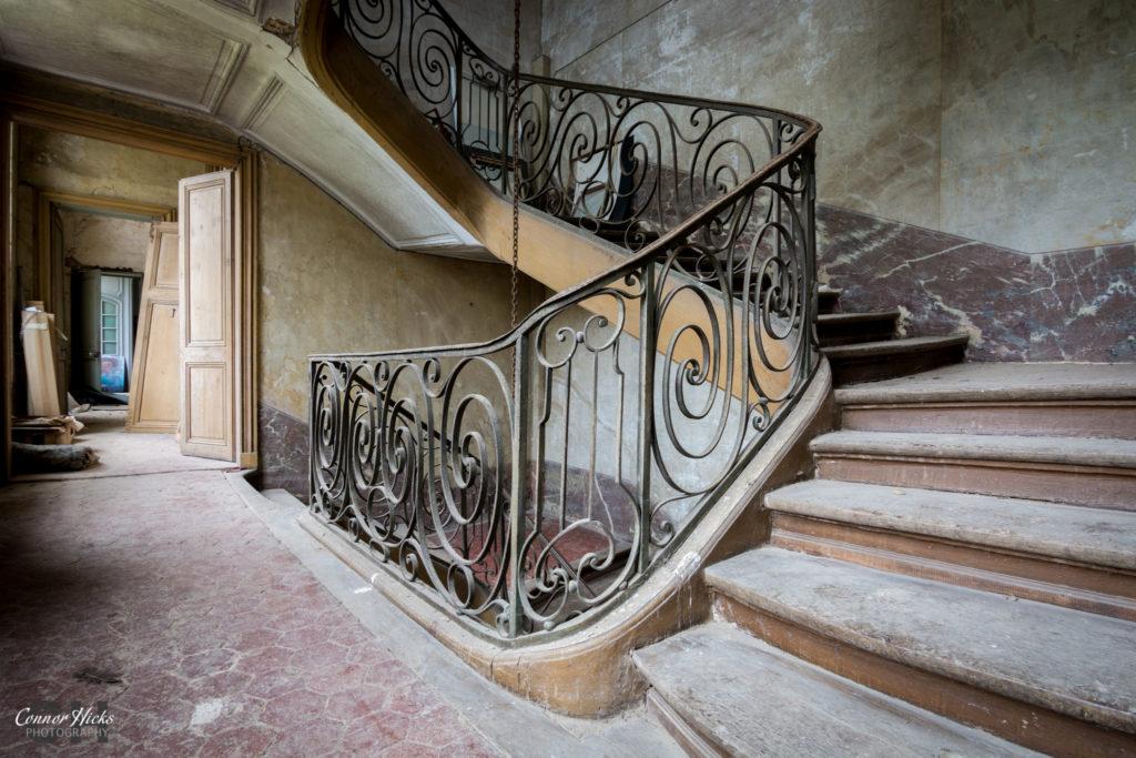 France Chateau Des Bustes Urbex Stairs 1024x683 Chateau Des Bustes, France