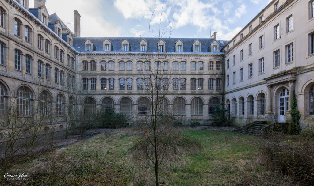 Hospital Plaza Urbex France External 1 1024x607 Hospital Plaza, France