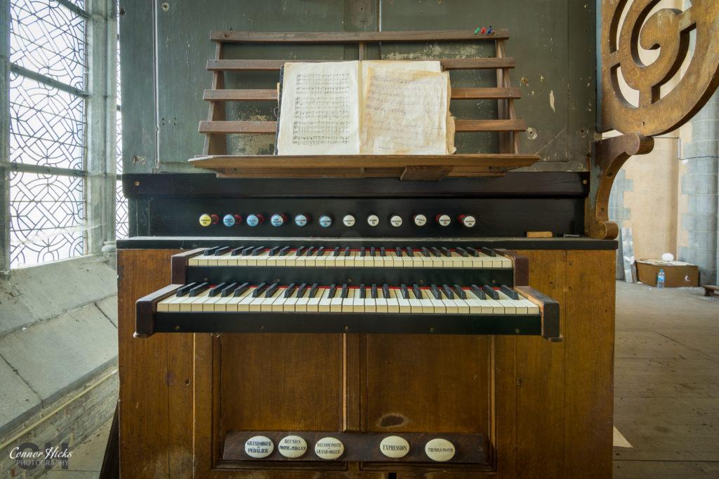 cliffhanger church urbex organ 1024x683 Cliffhanger Church, Belgium