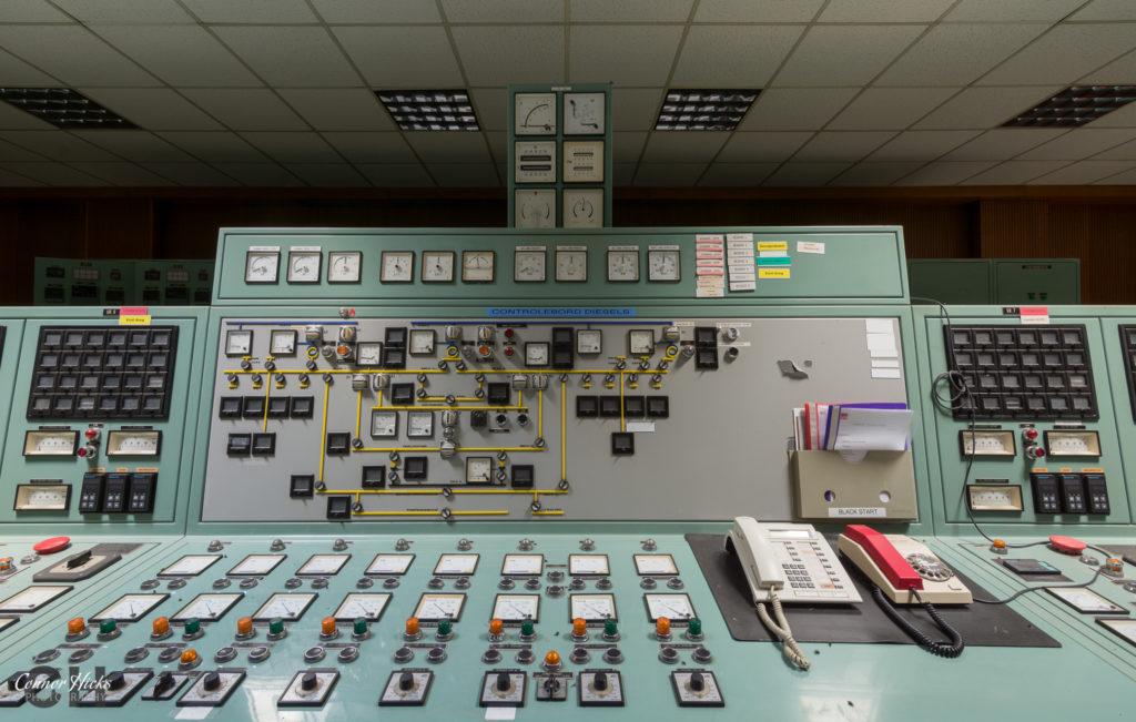 control panel diesel farm belgium urbex 1024x651 Diesel Farm, Belgium