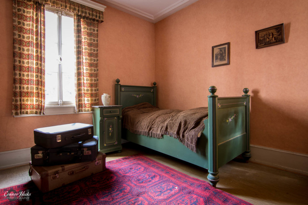 hunters hotel germany bedroom urbex 1024x683 Hunters Hotel, Germany (Permission Visit)
