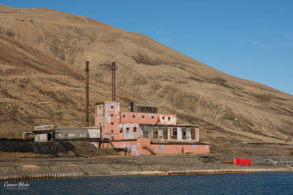 pyramiden urbex svalbard derelict building 1024x683 Pyramiden, Svalbard